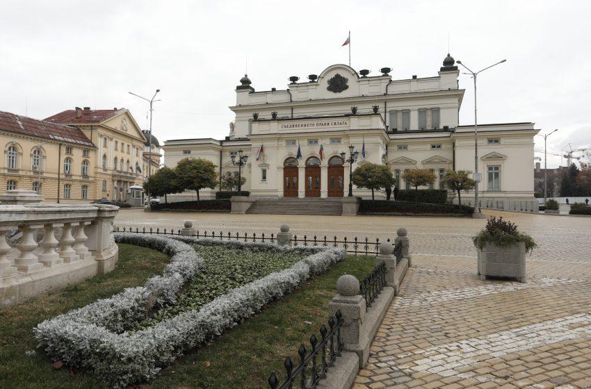 Парламентът не събра кворум, ГЕРБ и Патриотите бойкотират извънредното заседание