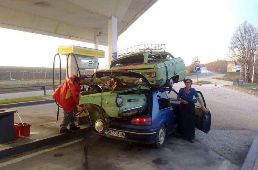 Виждали ли сте разполовен Запорожец, натоварен върху Mazda?