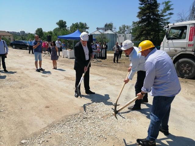 Първа копка на рехабилитация на общински пътища в Община Червен бряг