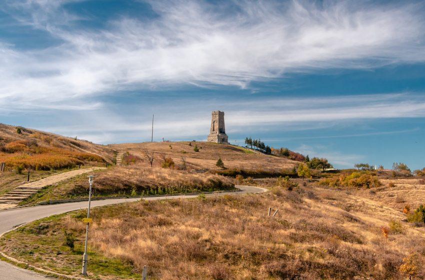 Министерството на културата ще осигури необходимите средства за консервацията и реставрацията на паметника на свободата на връх Шипка
