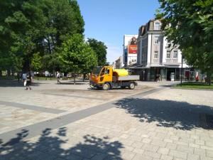 Районът около ремонта в централната градска част се оросява ежедневно