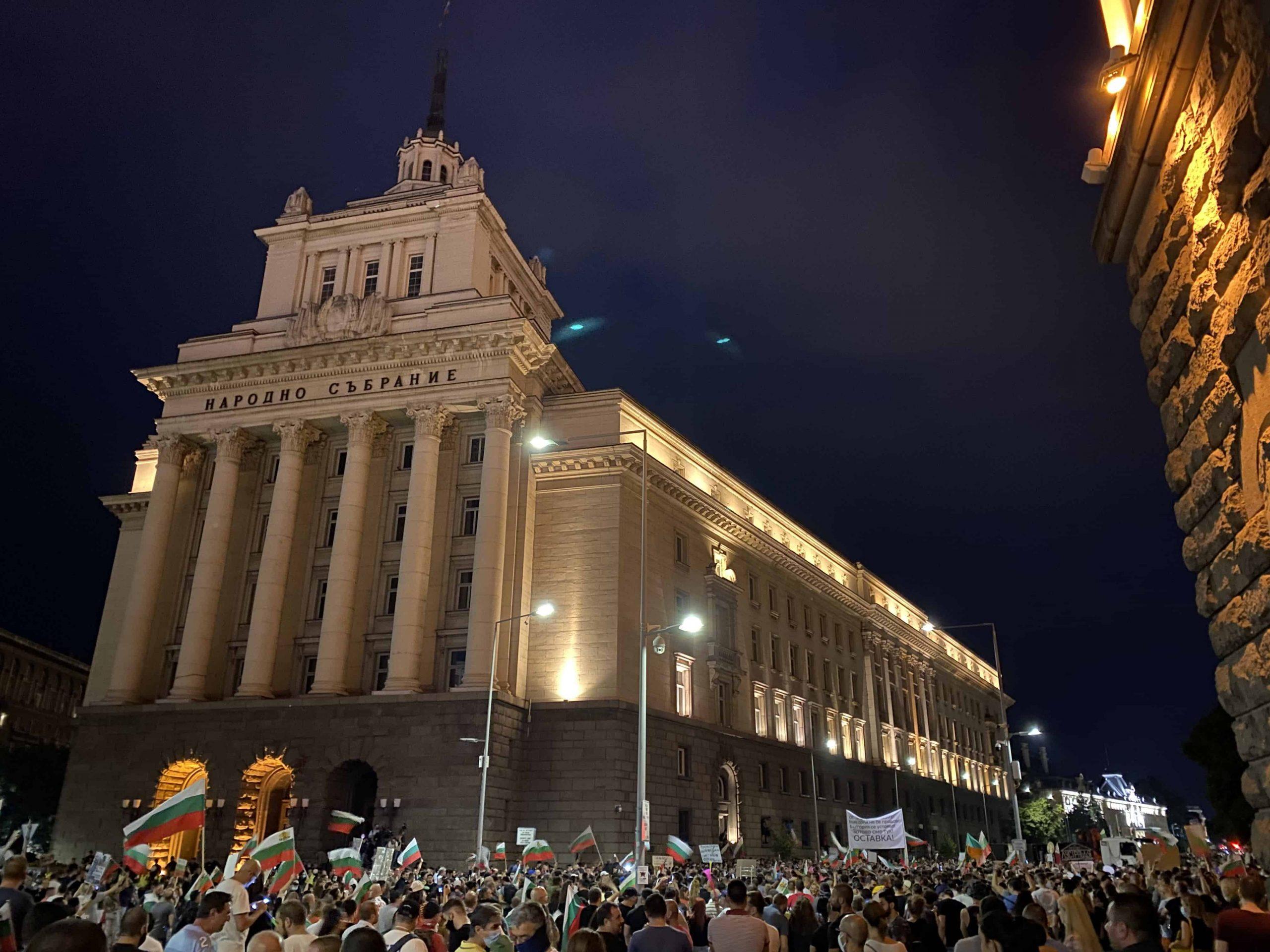 Ден 75: Няма да си тръгнем от площада, Борисов да се крие по села и паланки
